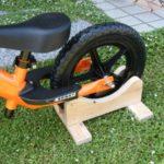 簡単自作!ストライダー(ランニングバイク)のスタンドをDIYで作ってみた!【Handmade Strider Stand !】